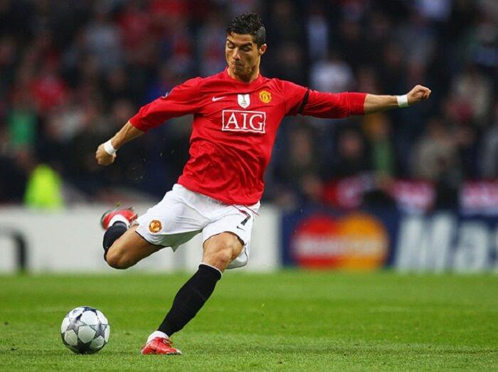 Ronaldo đã giành được rất nhiều sự quan tâm khi thi đấu xuất sắc cho Manchester